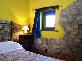 Una delle nostre camere doppie con caminetto! One double room with fireplace! Une de nos chambres doubles avec ch�min�e!